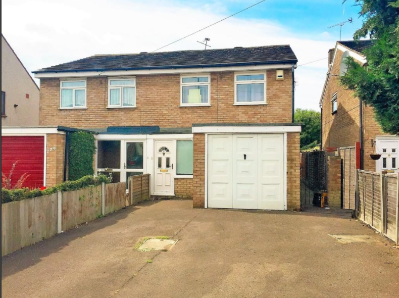 3 Bedrooms Semi Detached House for sale in White Hart Lane, Romford RM7