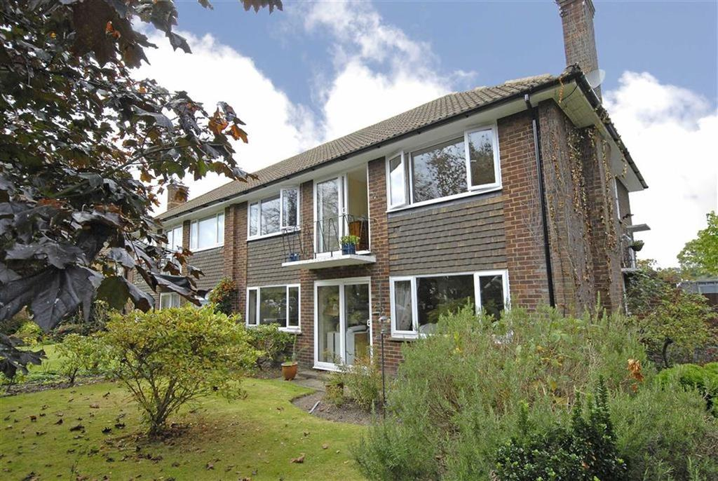 2 Bedrooms Flat for sale in Trinity Close, Bromley, Kent