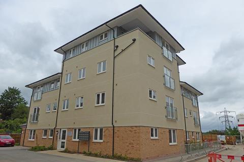 2 bedroom ground floor flat to rent - Oak House, Tatler Close