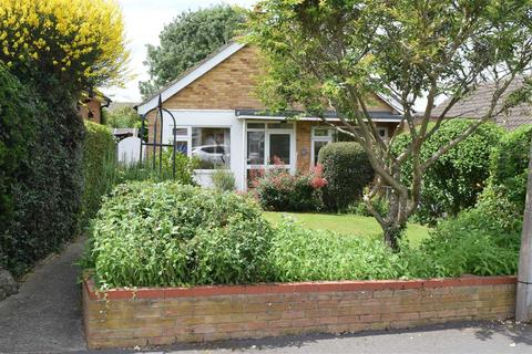 2 bedroom bungalow for sale - Bramston Close, Great Baddow, Chelmsford