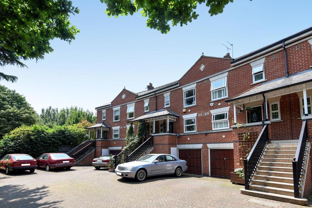 4 Bedrooms Terraced House for sale in Massingberd Way, Tooting Bec