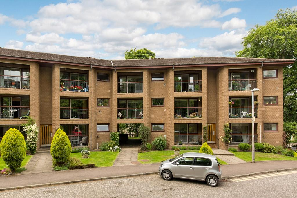 2 Bedrooms Flat for sale in 43/5 York Road, Trinity, EH5 3EG