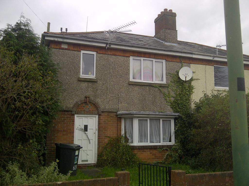 3 Bedrooms Semi Detached House for rent in Charminster Road, Bournemouth BH8