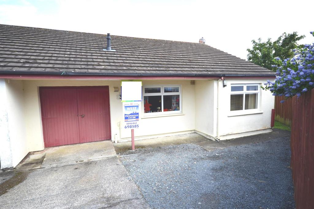 3 Bedrooms Semi Detached Bungalow for sale in Neyland
