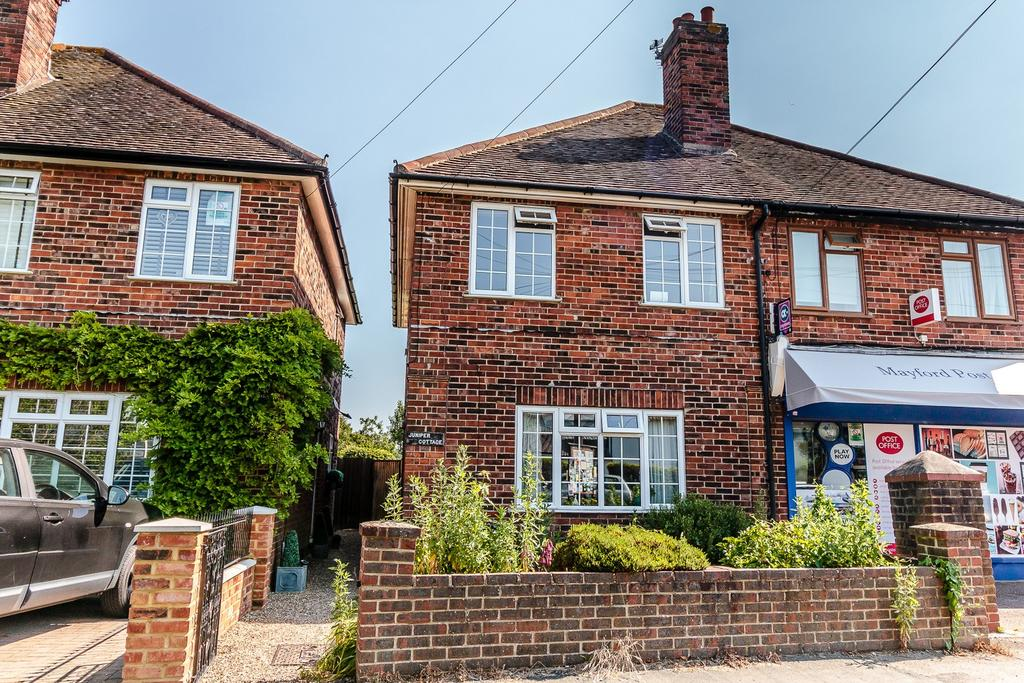 3 Bedrooms Semi Detached House for sale in Mayford