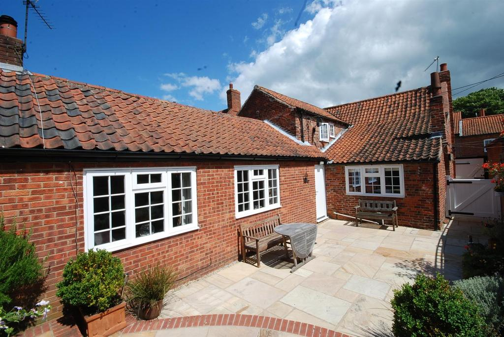 3 Bedrooms End Of Terrace House for sale in High Street, Brant Broughton, Lincoln