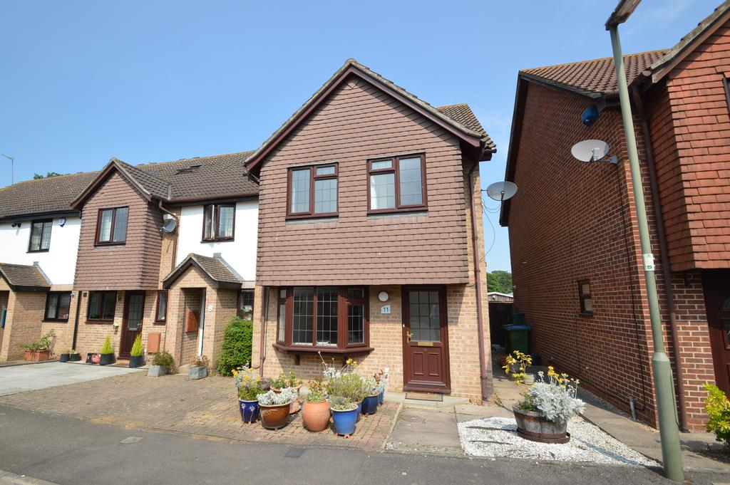 3 Bedrooms End Of Terrace House for sale in Armstrong Close, WALTON ON THAMES KT12