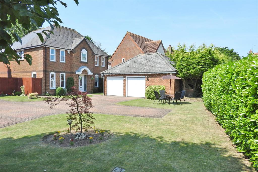 5 Bedrooms Detached House for sale in De Vere Close, Hatfield Peverel