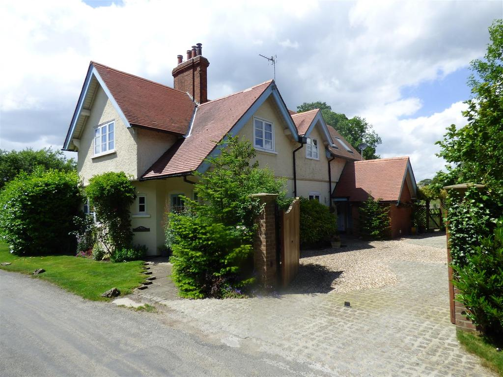 4 Bedrooms Detached House for sale in Rowley Road, Rowley ,Little Weighton
