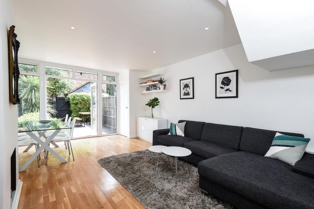 3 Bedrooms Terraced House for sale in Ambergate Street, Kennington, SE17