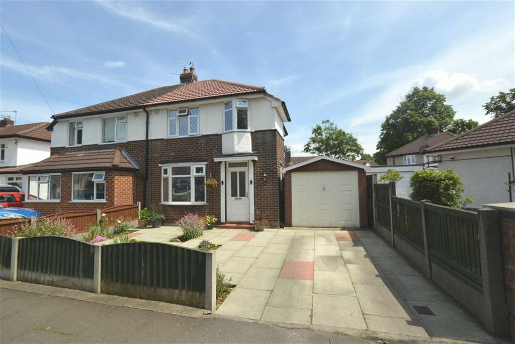 3 Bedrooms Semi Detached House for sale in Snowden Avenue, URMSTON, Manchester