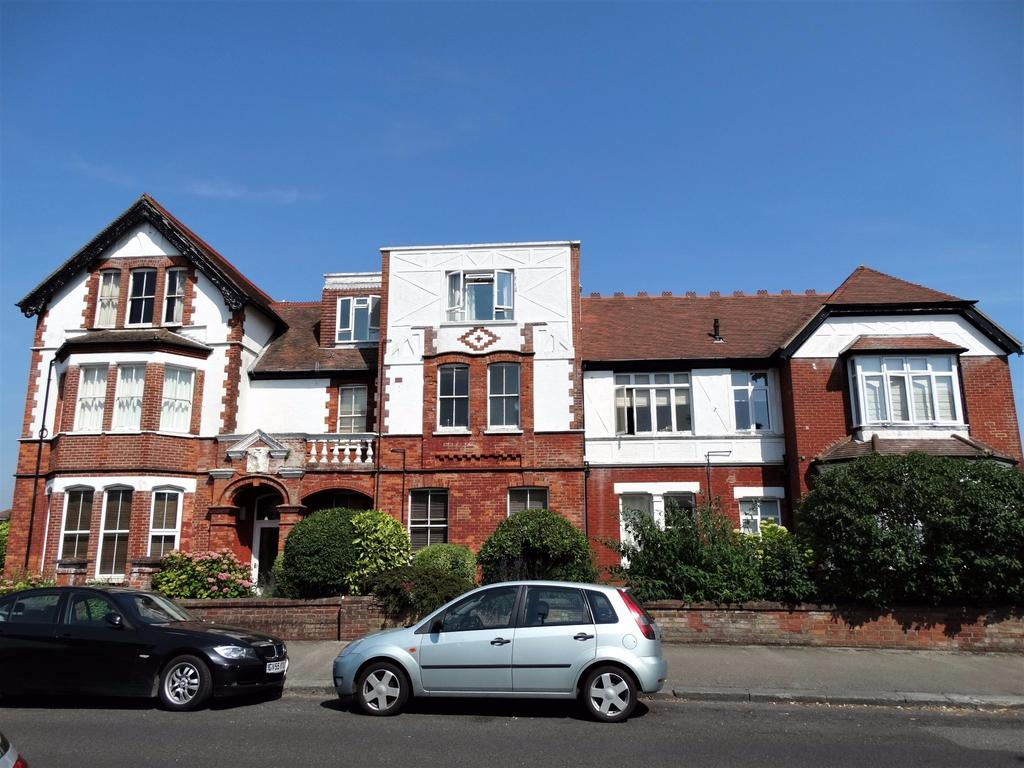 2 Bedrooms Flat for sale in Victoria Drive, Bognor Regis
