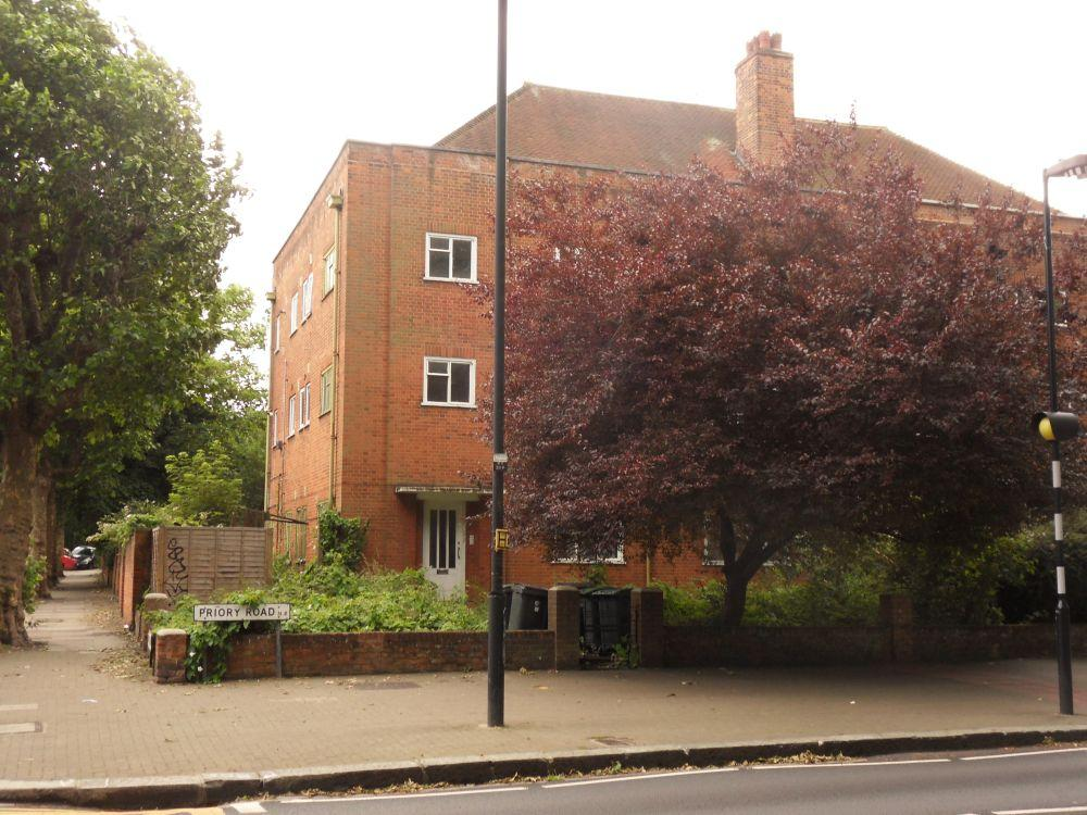 3 Bedrooms Flat for sale in Priory Road, Crouch End, London N8