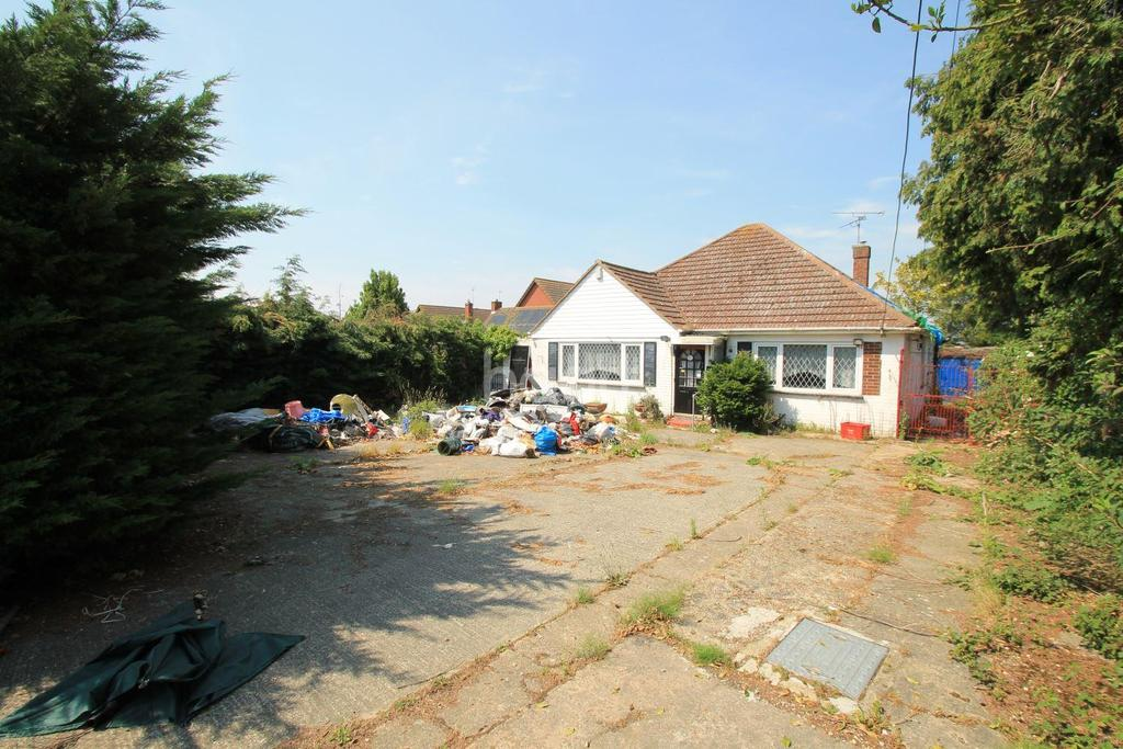 4 Bedrooms Bungalow for sale in Point Clear Road