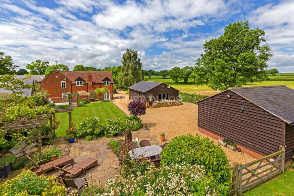 4 Bedrooms Farm House Character Property for sale in Little Horwood