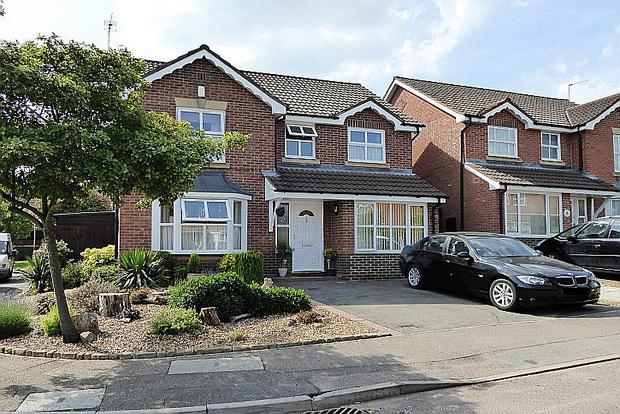 4 Bedrooms Detached House for sale in Crofters Close, East Hunsbury, Northampton, NN4