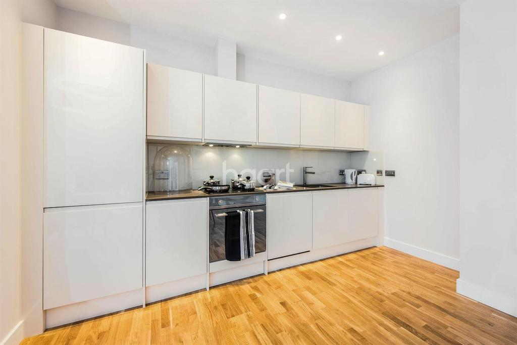 1 Bedroom Flat for sale in Crownage House, CM12