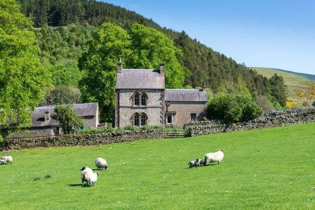 3 Bedrooms Detached House for sale in Damhead Farmhouse, Innerleithen, Scottish Borders, EH44