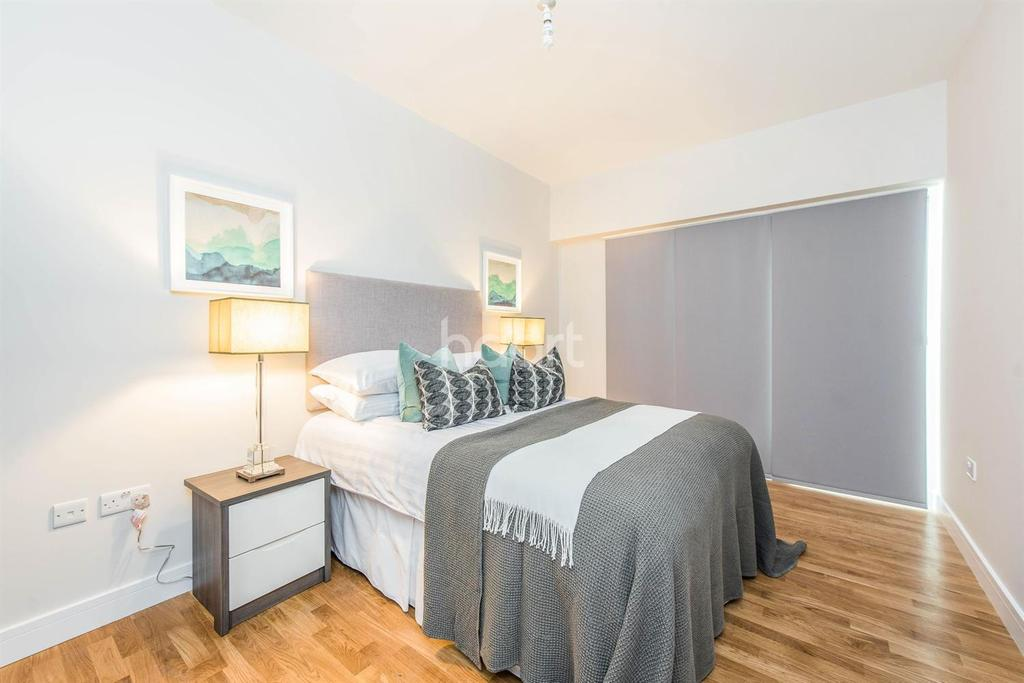 2 Bedrooms Flat for sale in Crownage House, CM12