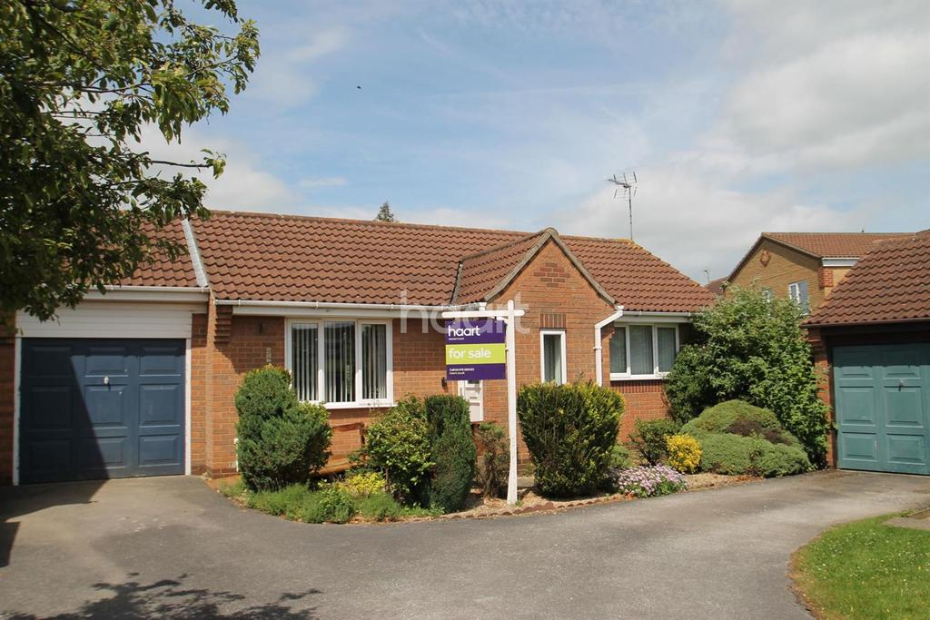 2 Bedrooms Bungalow for sale in Longcliffe Road, Manthorpe Estate, Grantham