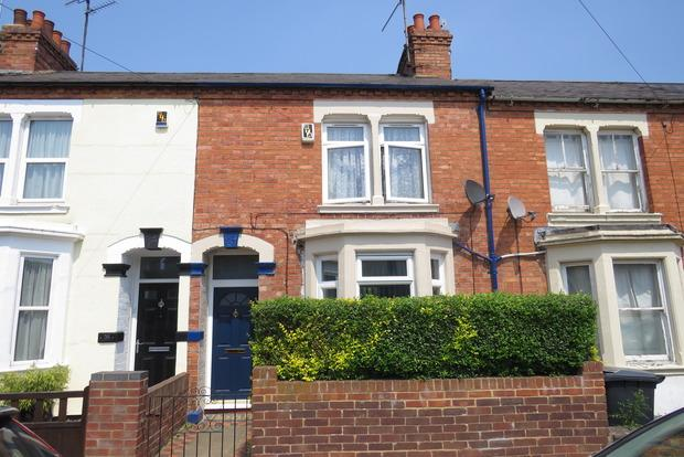 2 Bedrooms Terraced House for sale in Rothersthorpe Road, Northampton, NN4