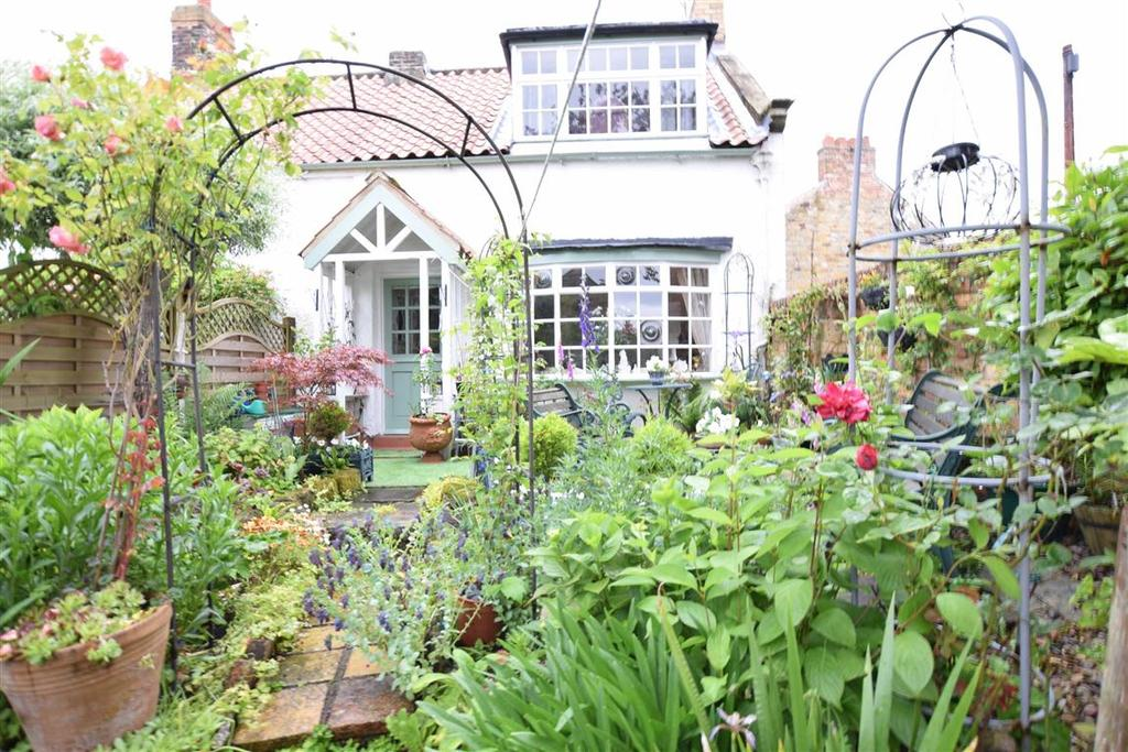 2 Bedrooms Cottage House for sale in Mount Pleasant, Scarborough, North Yorkshire