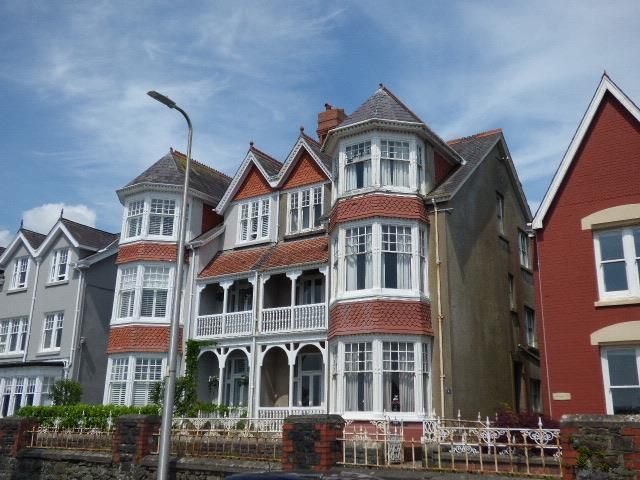 8 Bedrooms House for sale in Penllwyn Park, Carmarthen