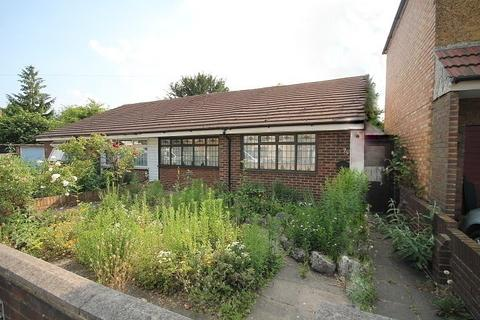 2 bedroom bungalow for sale - Harlington Road East, Feltham, TW13