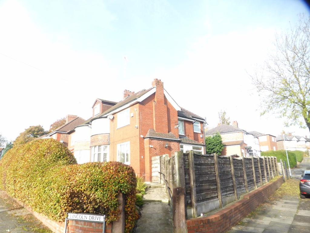 3 Bedrooms Semi Detached House for sale in Lincoln Drive, Prestwich M25