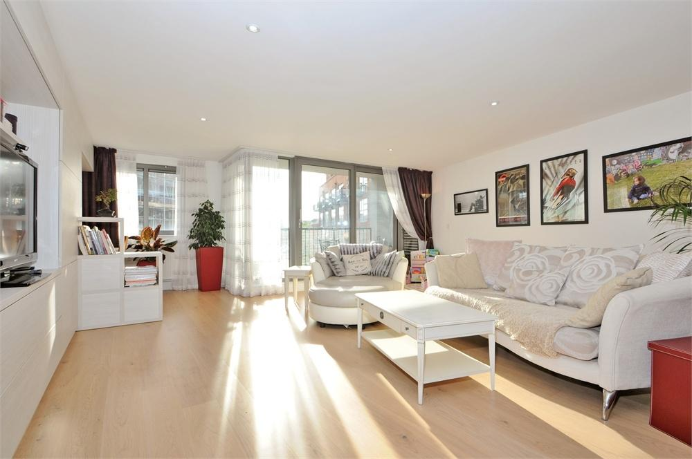 3 Bedrooms Flat for sale in Leatherworks, Tanner Street, London, SE1