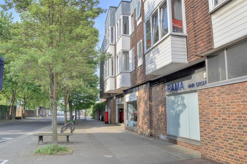 1 Bedroom Flat for sale in Dolphin Court, High Street, PETERSFIELD, Hampshire