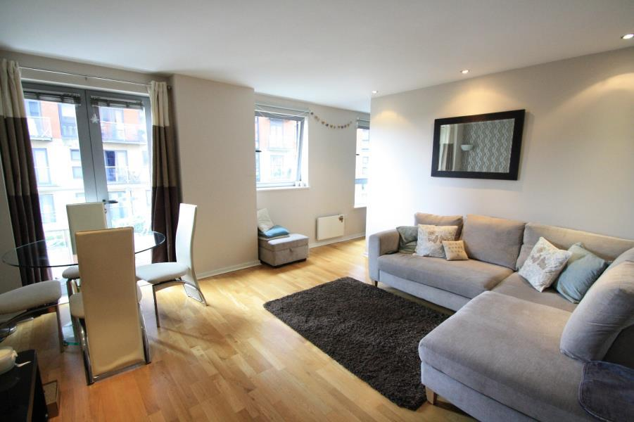 2 Bedrooms Apartment Flat for sale in SANTORINI, CITY ISLAND, GOTTS ROAD, LEEDS, LS12 1DP