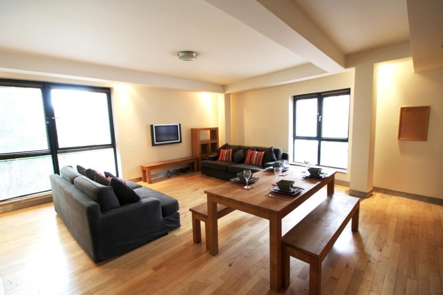 2 Bedrooms Apartment Flat for sale in SIMPSONS FOLD WEST, 22 DOCK STREET, LEEDS, LS10 1JF