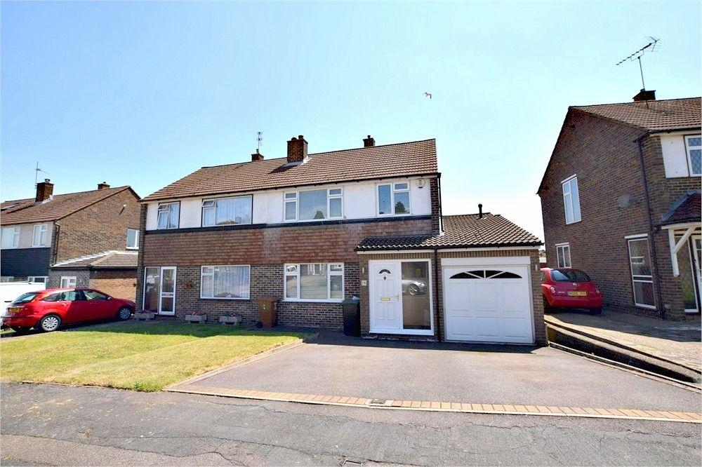3 Bedrooms Semi Detached House for sale in Follett Drive, Abbots Langley, Hertfordshire, WD5 0LP