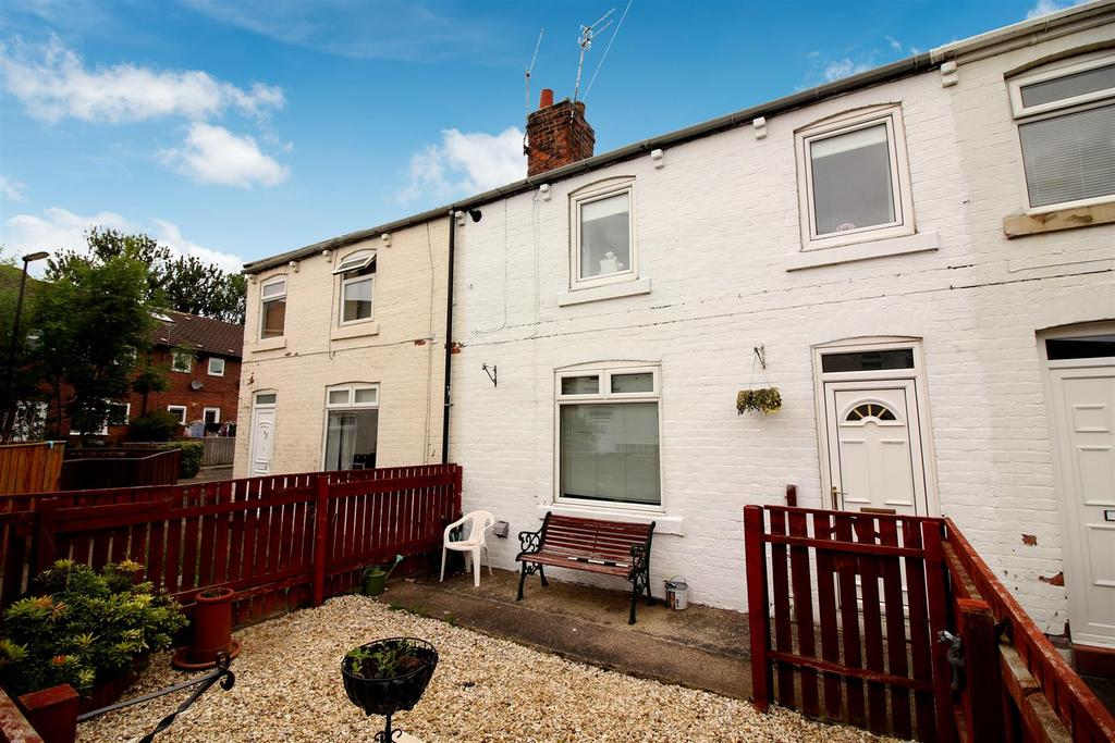 3 Bedrooms Terraced House for sale in Chapel Place, Seaton Burn, Newcastle Upon Tyne