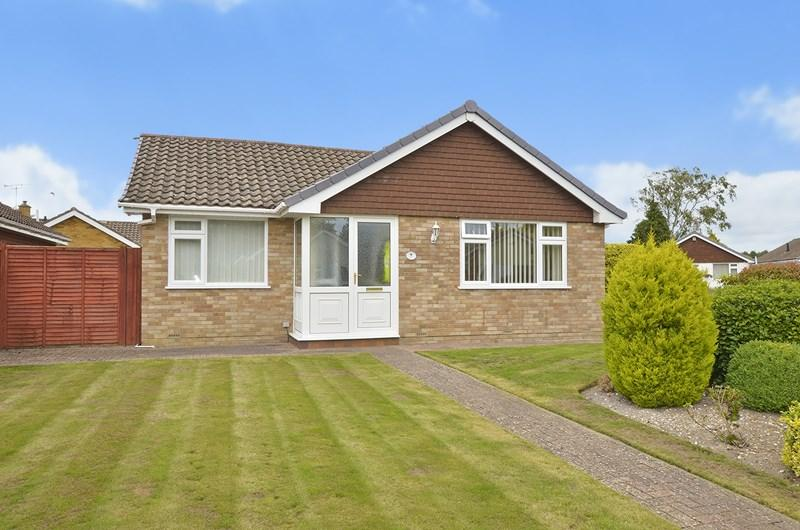 2 Bedrooms Detached Bungalow for sale in Maloren Way, West Moors, Ferndown