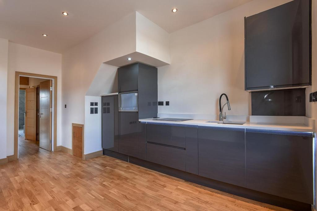 2 Bedrooms Flat for sale in Colney Hatch Lane, London
