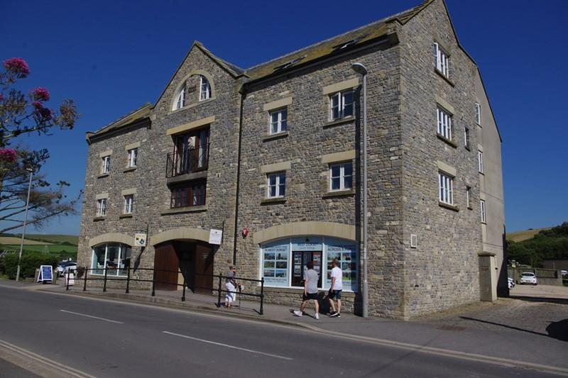 2 Bedrooms Apartment Flat for sale in West Bay Road, West Bay, Bridport