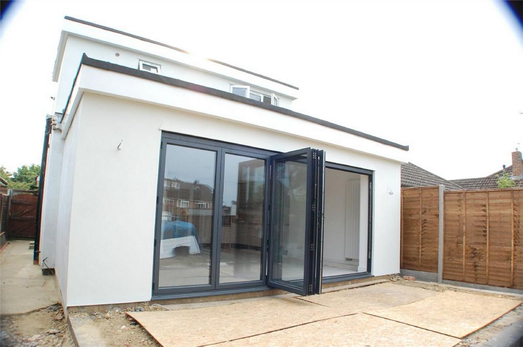 3 Bedrooms Semi Detached House for sale in Lys Hill Gardens, Bengeo, Hertford