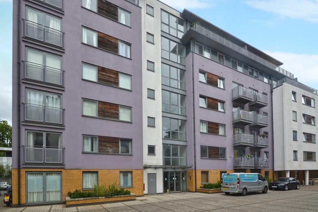 1 Bedroom Flat for sale in Deals Gateway Lewisham SE13