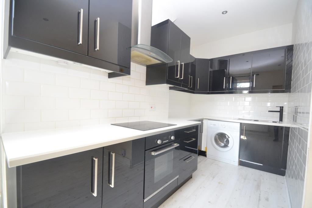 2 Bedrooms Flat for sale in Lee High Road Lewisham SE13