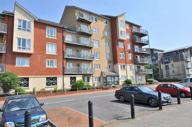 2 Bedrooms Ground Flat for sale in 12 Glan Y Mor, Cei Dafydd, Barry Waterfront CF63 4BH