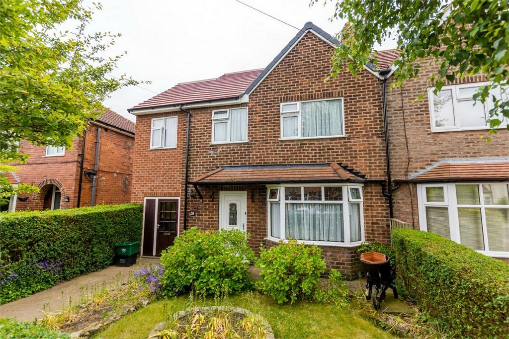 4 Bedrooms Semi Detached House for sale in Barmby Avenue, Fulford, YORK
