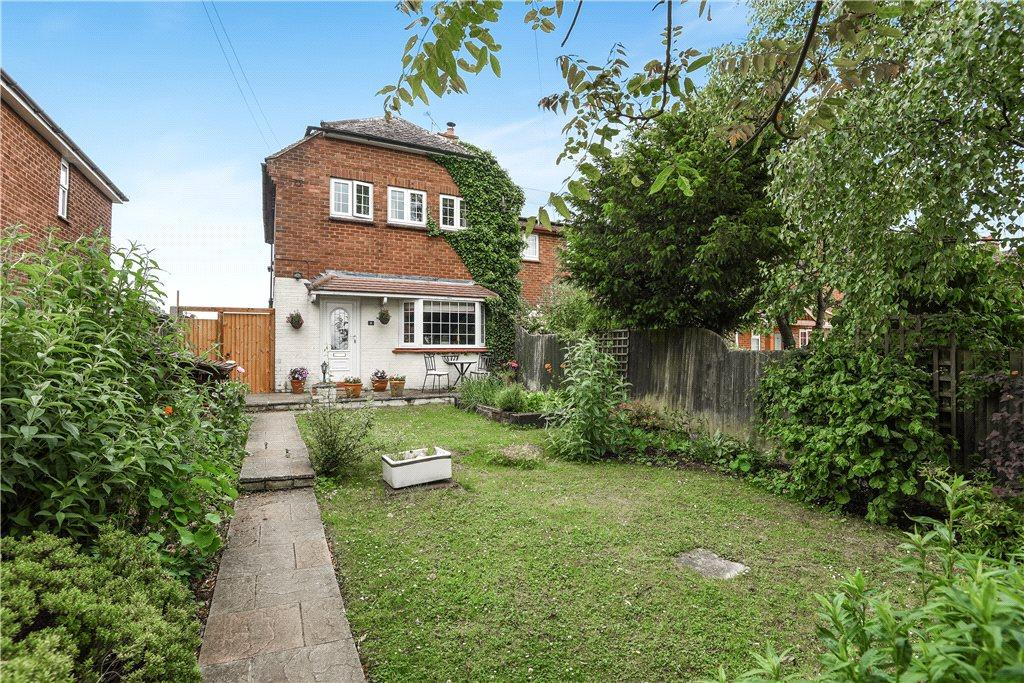 3 Bedrooms End Of Terrace House for sale in The Close, Hardmead, Buckinghamshire