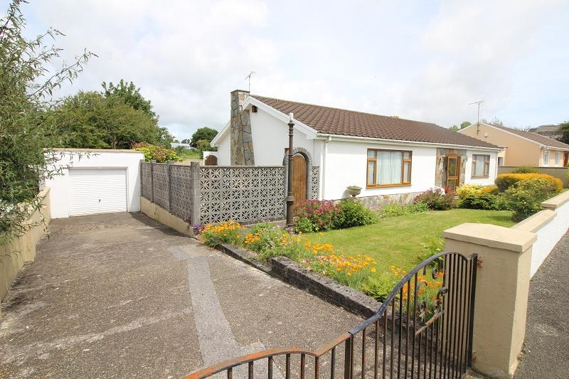3 Bedrooms Detached Bungalow for sale in Priory Lodge Close, Milford Haven, Pembrokeshire. SA73 2BZ