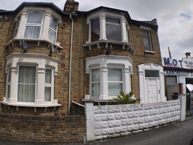 2 Bedrooms Flat for sale in Scarborough Road, London, Greater London. E11