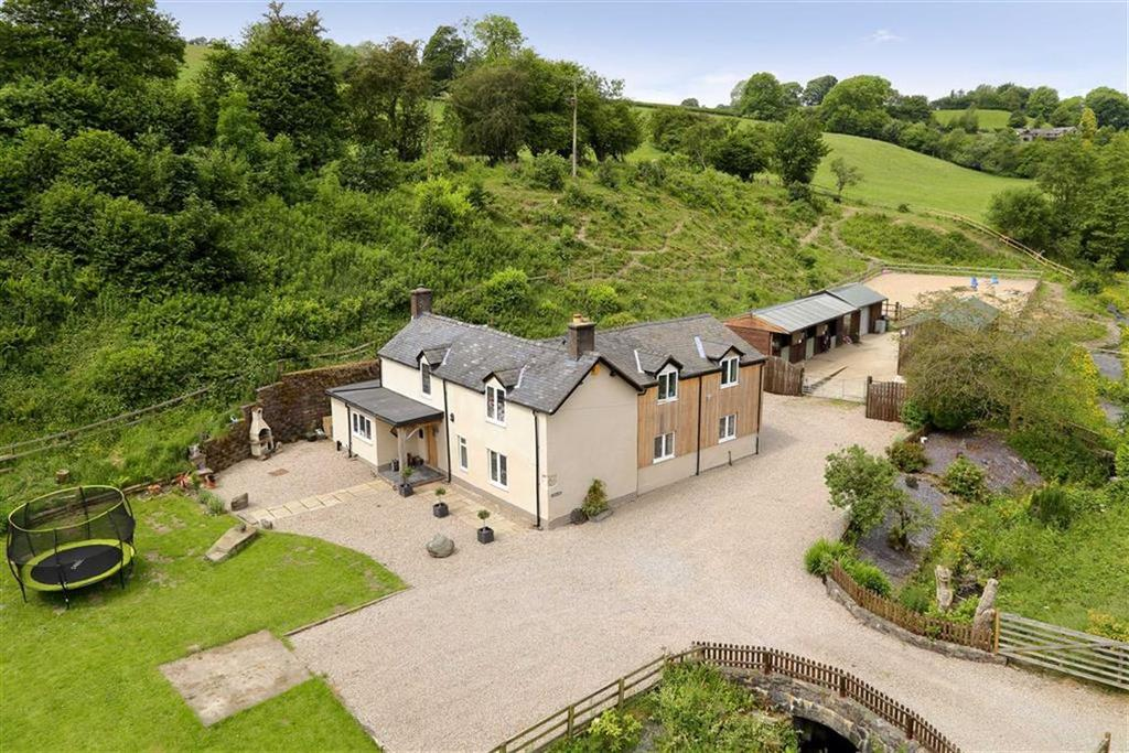 3 Bedrooms Detached House for sale in Rhydycroesau, Oswestry, SY10