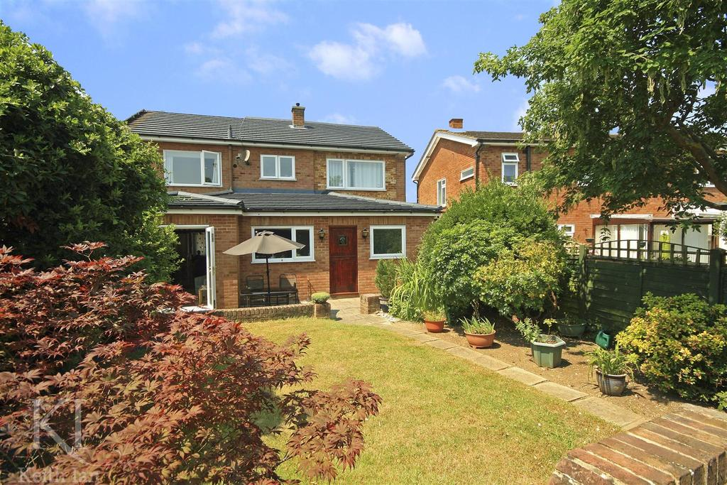 5 Bedrooms Semi Detached House for sale in Linwood Road, Ware
