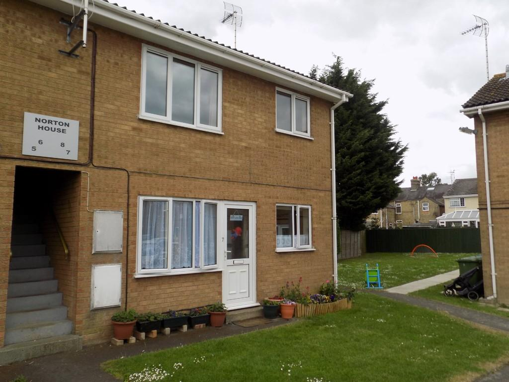 2 Bedrooms Flat for sale in St Johns Chase, March