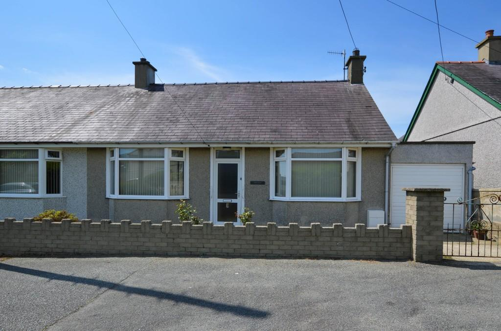 2 Bedrooms Semi Detached House for sale in Penrhiw, Penygroes, North Wales